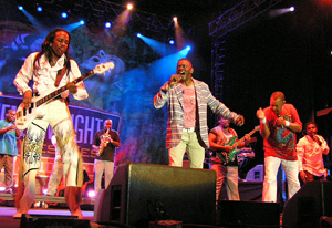 Earth, Wind and Fire 2010 by TVS