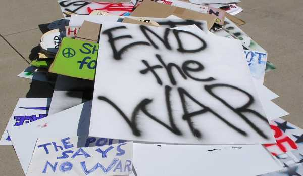 End the War Signs 2008 by TVS