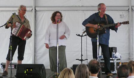 Mollie O'Brien w Rich Moore, John Magnie 2011 by TVS